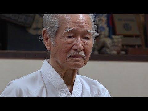 沖縄で88歳の空手家に出会ったA 88-year-old Karate man in Okinawa (видео)