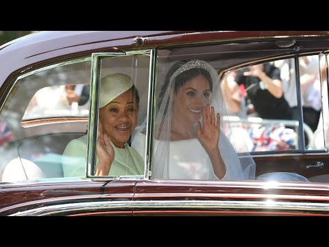 Meghan Markle's wedding dress: the first glimpse (видео)