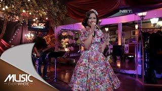 Video Astrid - Aku Tak Ingin Dicintai (Live at Music Everywhere) * MP3, 3GP, MP4, WEBM, AVI, FLV Juli 2018