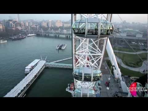 Jonathan Goodwin hangs from the London Eye