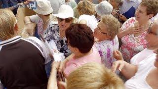 Walka seniorów o darmowe parasole na miejskim festynie. Miało być radośnie wyszło żenująco