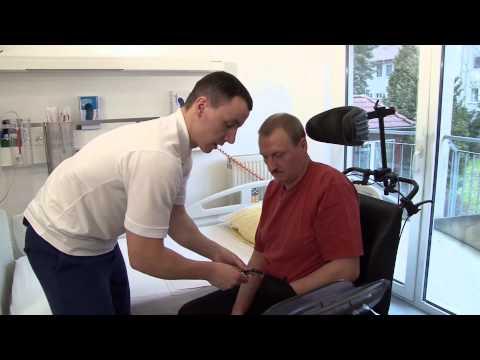 Vom Rollstuhl ins Bett: Das Heben von Schlaganfallpatienten
