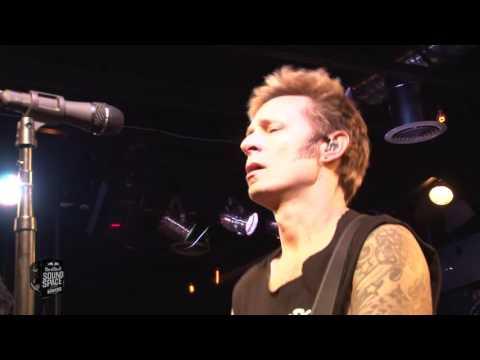 Green Day - Revolution Radio (Live at KROQ)