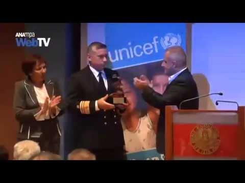 Ομόφωνη βράβευση του λιμενικού σώματος από τη Unicef για το 2015