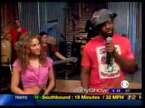Shakira - Hips Dont Lie Ft Wyclef Jean (CBS' The Early Show)