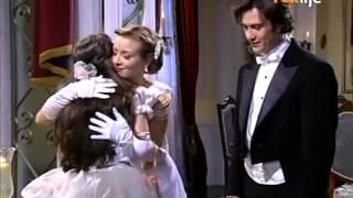 Fernando apresenta Lemos à sua família. Fernando e Lemos chegam ao palacete de Aurélia. Lemos fala à Aurélia que Fernando...