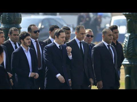 انهيار سوزان وعلاء مبارك في جنازة حسني مبارك