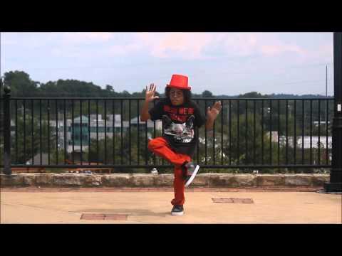 你知道嗎? 這種舞步叫DUBSTEP,這傢伙跳得出神入化!