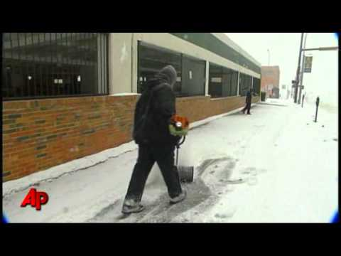 Raw Video: a Foot of Snow in Kansas City, Mo.