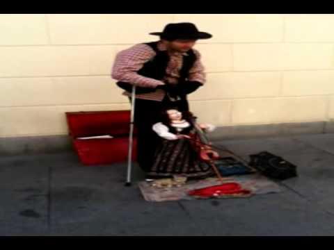 Marioneta tocando el violin IMPRESIONANTE