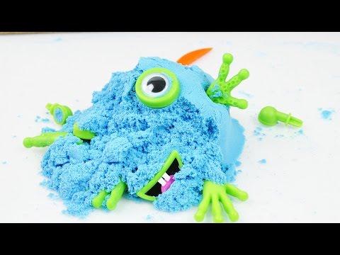 Sand Alien!? Blaues Monster kneten   Lustige Sand Knete im Test   Kann Eva ein Alien kneten?