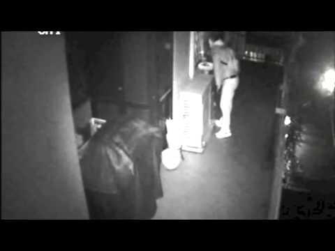 roma - ladri in azione vengono colti in flagrante dai proprietari.