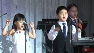 13 Ban Ket_Nguyen Thach Hong Nhi_Jennifer Steven Danny Le_Le Ngan_Le Thanh Thao