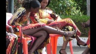 Global Dialogues. Un film en langue Wolof. Dr. Kambou, spécialiste renommé en VIH-sida, est interviewé en direct à la télévision.