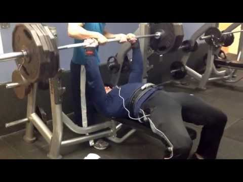 Close-grip Bench 405 for 1 Easy