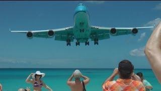 Crazy takeoffs and landings at St Maarten. Filmed in Full HD ! Verrückte Starts und Landungen auf St Maarten Gek starts en...