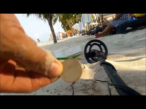 Metal Detecting at the Beach/Coin Hunting With Garrett Ace 250