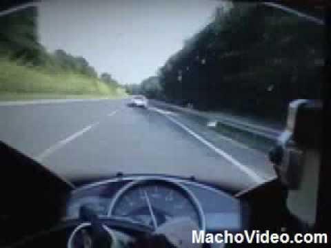 Bugatti Veyron vs. Yamaha R1 RACING DOWN MOTERWAY