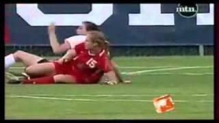 كرة القدم للنساء ممنوع دخول الشباب