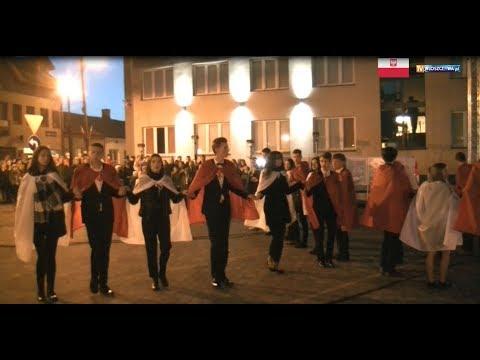 Polonez w wykonaniu młodzieży ze szkół ponadgimnazjalnych we Włoszczowie