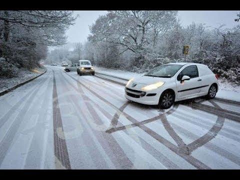 Kış Kardan Buzlanmadan Kayan Arabalar
