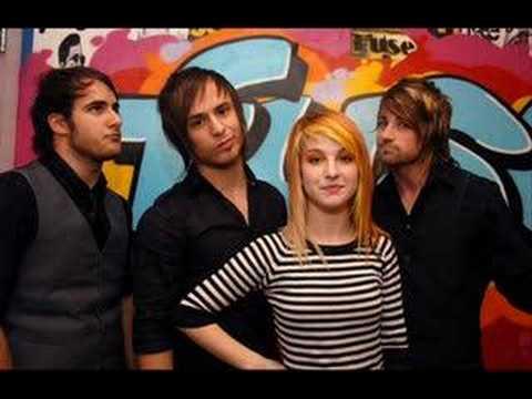 Tekst piosenki Paramore - Sunday Bloody Sunday po polsku