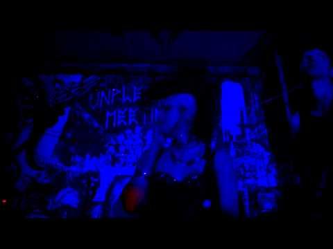 Elvira and the Bats - Minimal silence - Live @ Unpleasant Meeting Festival, France, Paris