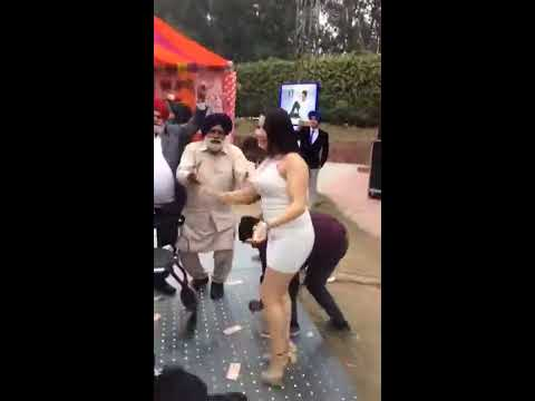 Video Hot Girl dancing with sardar ji, indian marriage dance download in MP3, 3GP, MP4, WEBM, AVI, FLV January 2017
