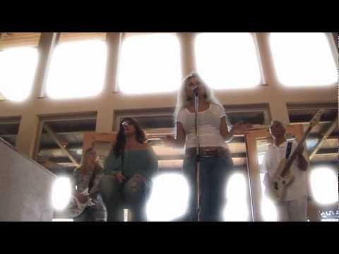 Deborah Vial – Angel (Official Music Video)