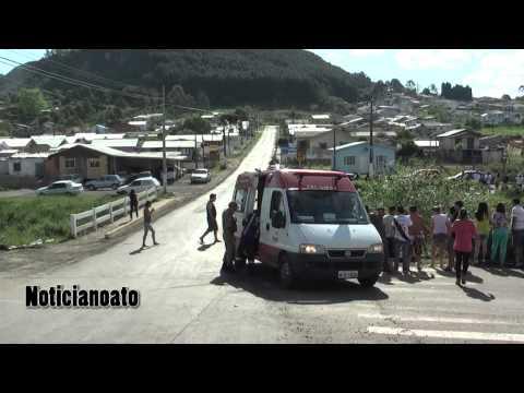 Veículo cai no Rio Carahá depois de colisão no bairro Habitação