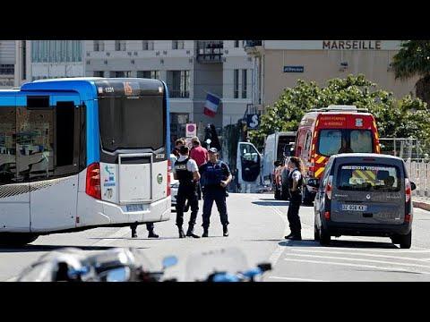 Γαλλία: Αυτοκίνητο έπεσε πάνω σε στάσεις λεωφορείων στη Μασσαλία