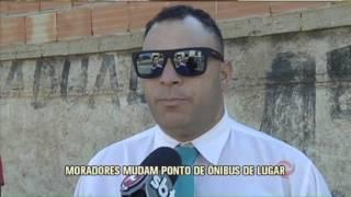 Assaltos e acidentes constantes no bairro Bonsucesso, região do Barreiro, fizeram com que moradores mudassem por conta própria um ponto de ônibus de lugar. O novo local, segundo os usuários, é mais seguro e iluminado.