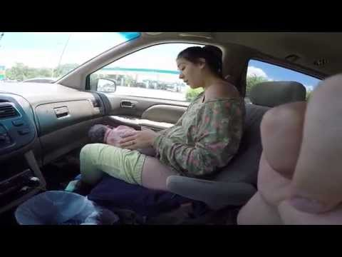 這名媽媽意外在車上生下 10 磅的嬰兒 過程全都被錄下!