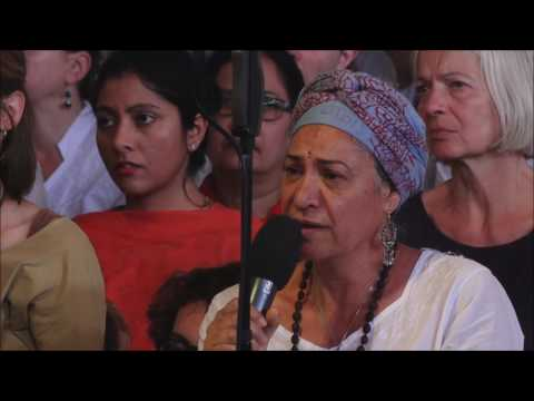 Mooji Video: A Devotee Realizes the Self In Front of Everyone