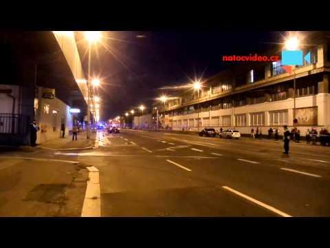 Policisté uzavírají oblast blízko požáru