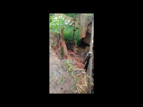 Fortes chuvas causa deslizamentos de barreiras em Branquinha e quedas de árvores em Maceió