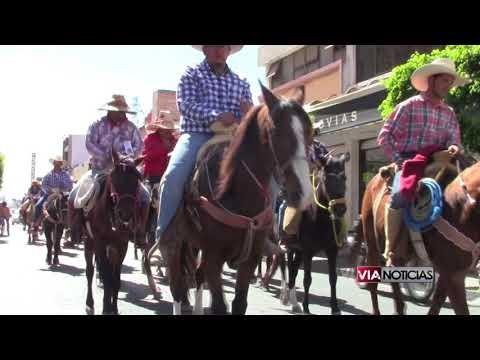 Más de 300 cabalgantes pasan en peregrinación a San Juan de los Lagos