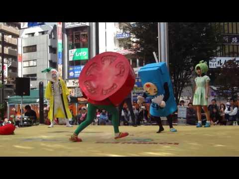 ゆるキャラプロレス:カブ左衛門+トマト人間vs.山口めろんちゃん+ちょ …