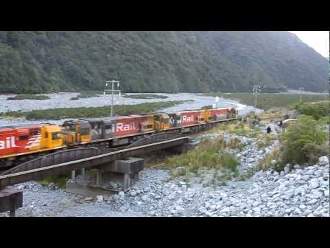 KiwiRail DXC under full Power - 5 of them!