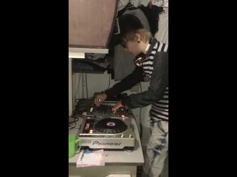 Loren Kid dợt DJ 2013 =]]