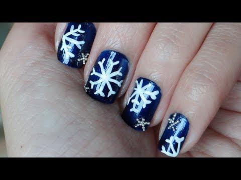 Uñas navideñas con copos de nieve