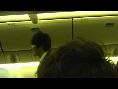 「[サッカー]大歓喜サプライズ。日本代表選手が機内一周し、『ハッピーバースデー本田△圭佑』」のイメージ