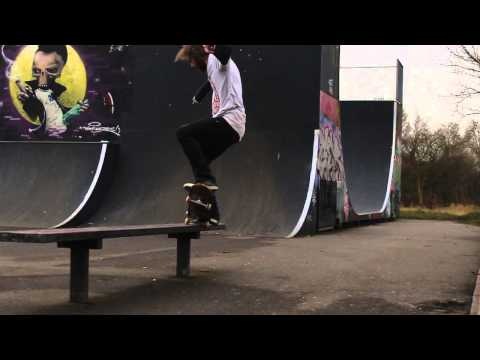10 Tricks at the Skatepark: Wiggy