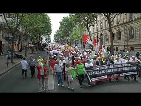 Γαλλία: Διαδήλωση καπνοπαραγωγών για τις προειδοποιήσεις στα πακέτα τσιγάρων