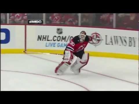 Hockeymålvakt har lite problem på mållinjen