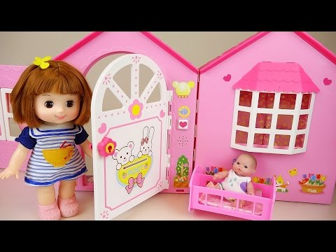 Baby doll house toy and Kinder surprise eggs play (видео)