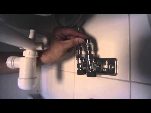 Montering av Artic baderomsmøbler