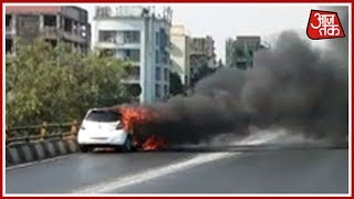 A car caught fire on Sahara Star flyover at Santacruz on the Western Express Highway. About Channel: आज तक भारत का ...