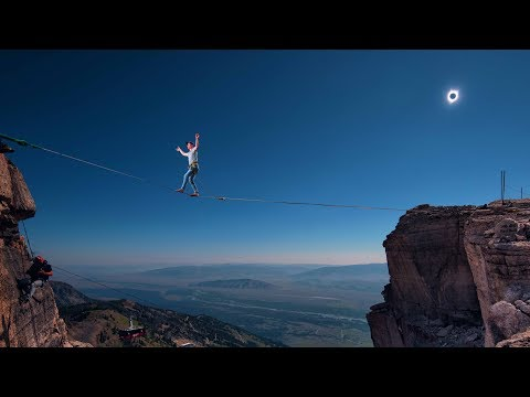 Highlining During the Solar Eclipse! | Alex Mason