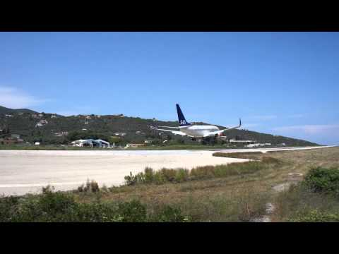 Skiathos Low Approach and landing SAS Boeing 737, Greece